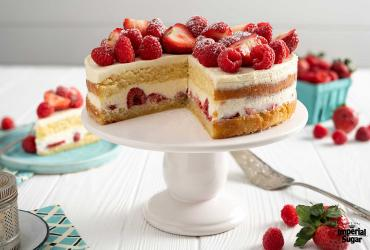 Cheesecake Layered Cake with Red Fruits